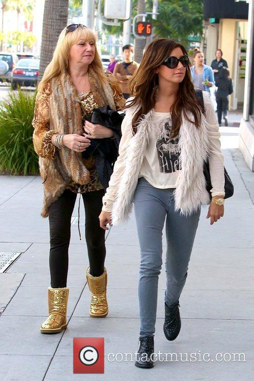 Lisa Tisdale and Ashley Tisdale 'Hellcats' star shopping...