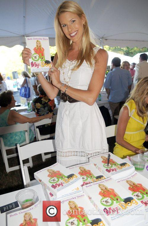 Author Beth Ostrosky Stern  attends the '2010...