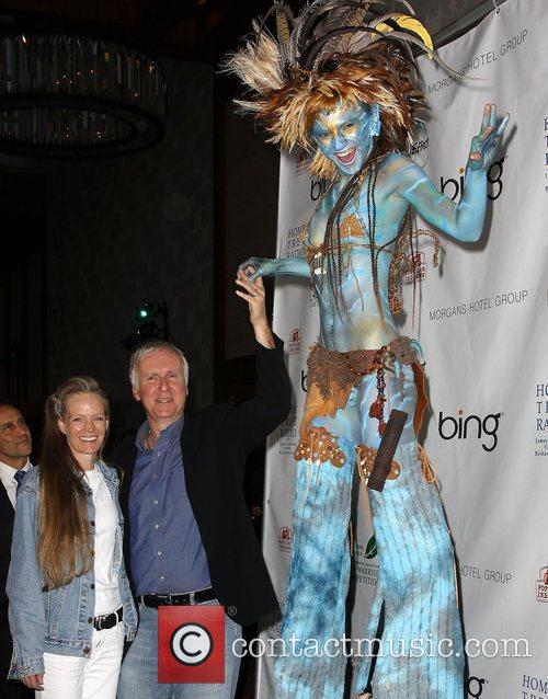 James Cameron, Suzy Amis and 'avatar' Neytiri 4
