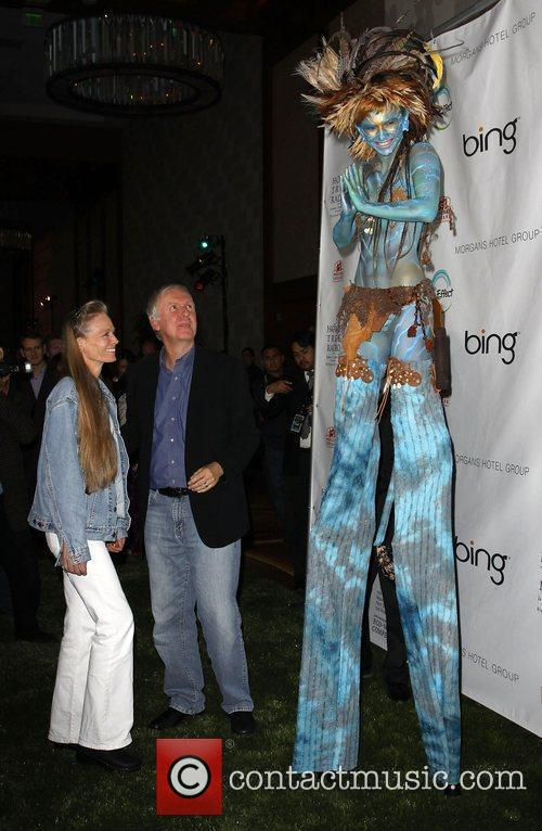 James Cameron, Suzy Amis and 'avatar' Neytiri 1