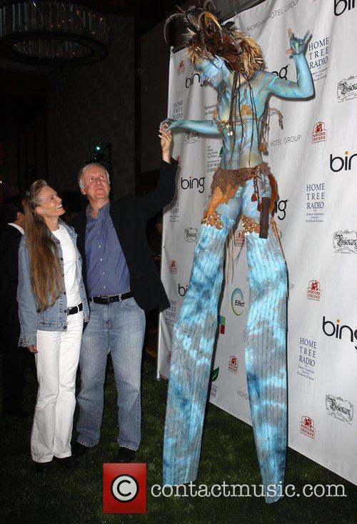 James Cameron, Suzy Amis and 'avatar' Neytiri 6