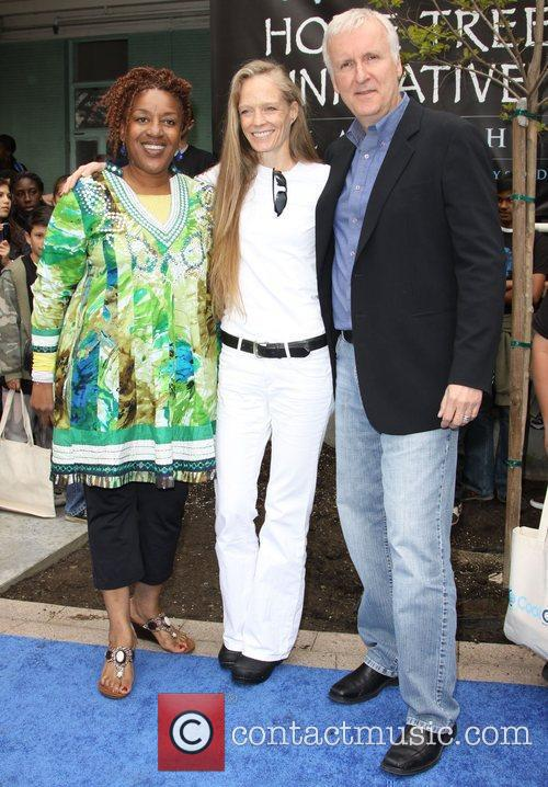 Cch Pounder and James Cameron 3