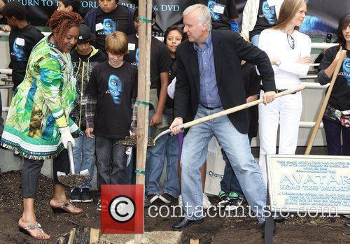 Cch Pounder and James Cameron 5