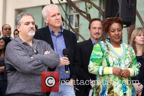 James Cameron, Jon Landau and Cch Pounder 7
