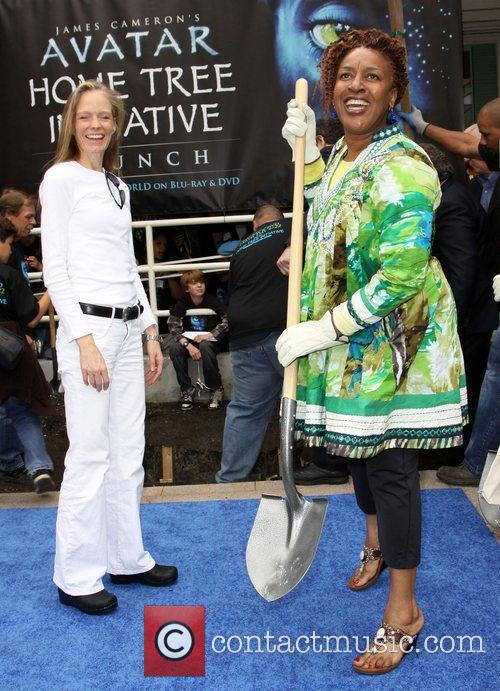 Suzy Amis and CCH Pounder 'Avatar' Earth Day...
