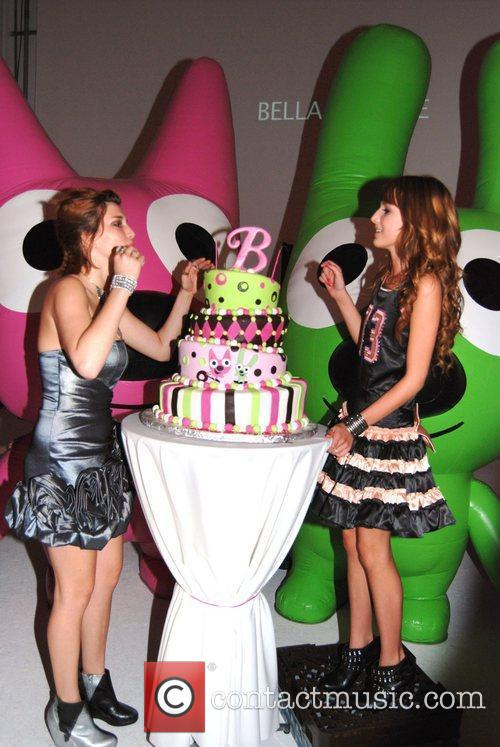 Bella and Dani Thorne Bella Thorne celebrates her...