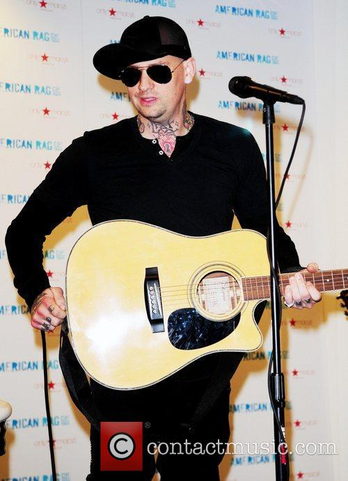 Joel Madden and Good Charlotte 27
