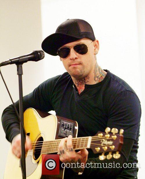 Joel Madden and Good Charlotte 21