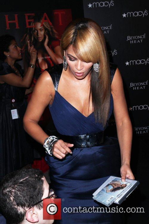 Launches her new fragrance 'Beyonce Heat' at Macy's...