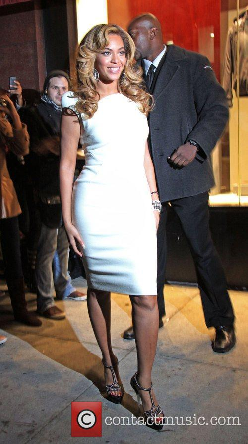 Beyonce Knowles and Lorraine 2