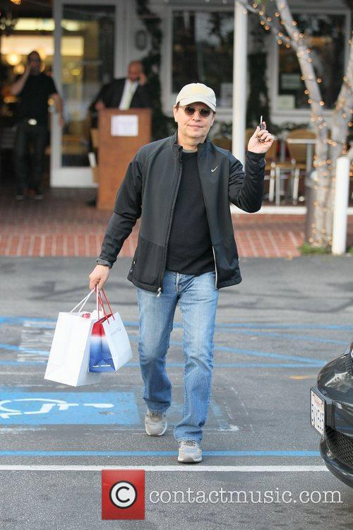 Billy Crystal does a spot of Christmas shopping...