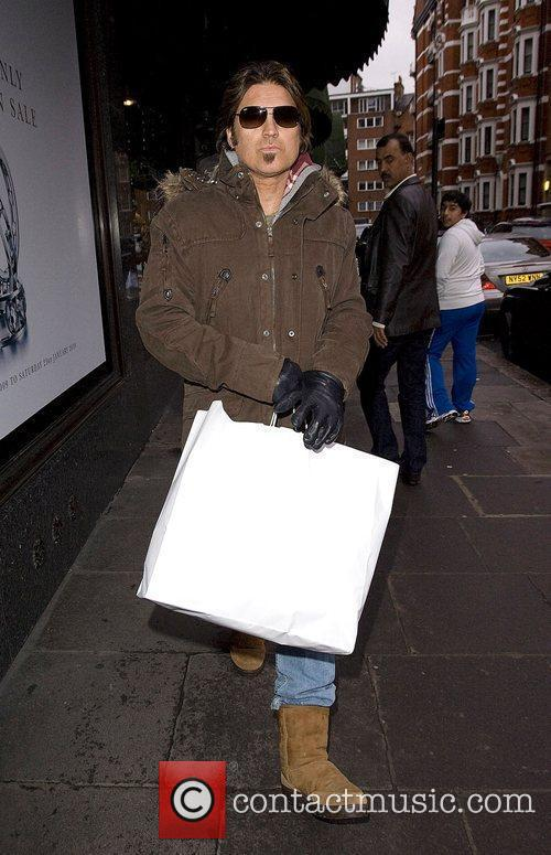 Billy Ray Cyrus carrying a large shopping bag...