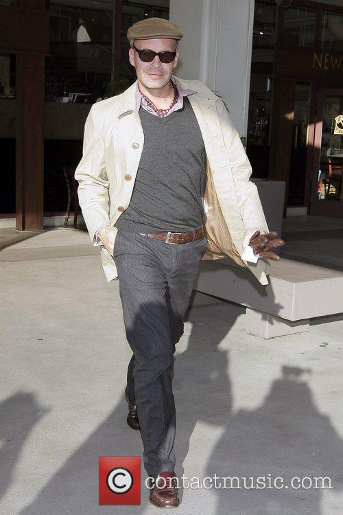 Billy Zane leaving Robertson Plaza after eating lunch...