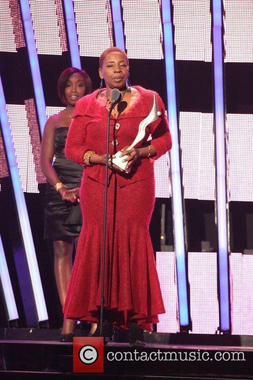 Estelle, Iyanla Vanzant, honoree for motivator award to,...