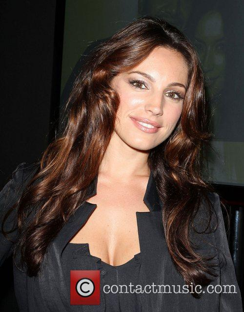 Kelly Brook Blackberry Torch From AT&T U.S. Launch...