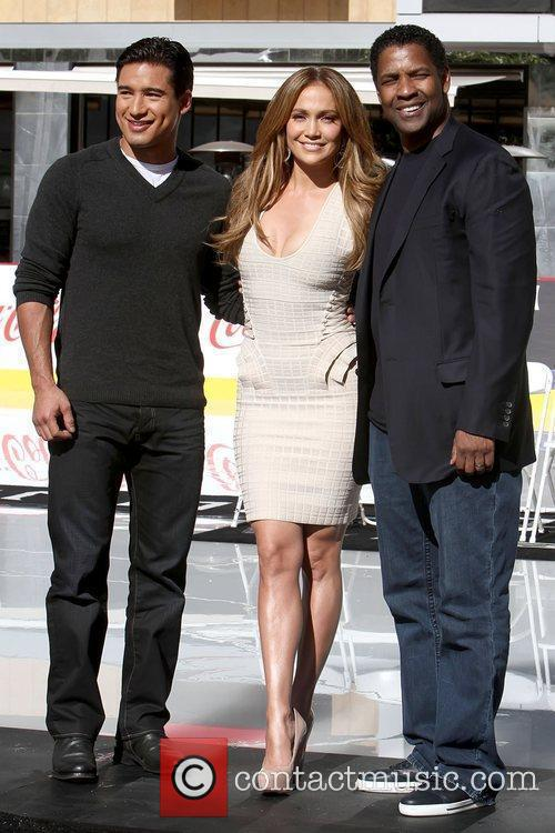 Mario Lopez, Denzel Washington and Jennifer Lopez 9