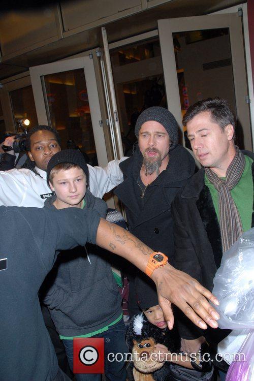 Brad Pitt and Pax Thien Jolie-pitt 6