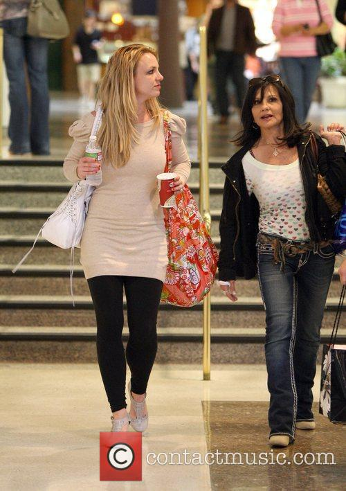 Leaves the mall with her mother Lynne Irene,...
