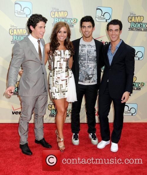 Nick Jonas, Demi Lovato, Joe Jonas and Kevin Jonas 3
