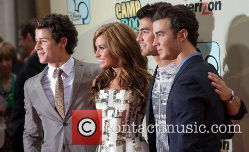 Nick Jonas, Demi Lovato, Joe Jonas and Kevin Jonas 5
