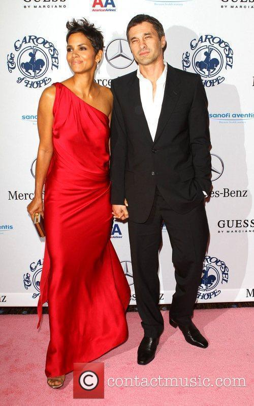 Halle Berry and Olivier Martinez 6