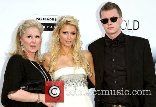 Kathy Hilton and Paris Hilton 5