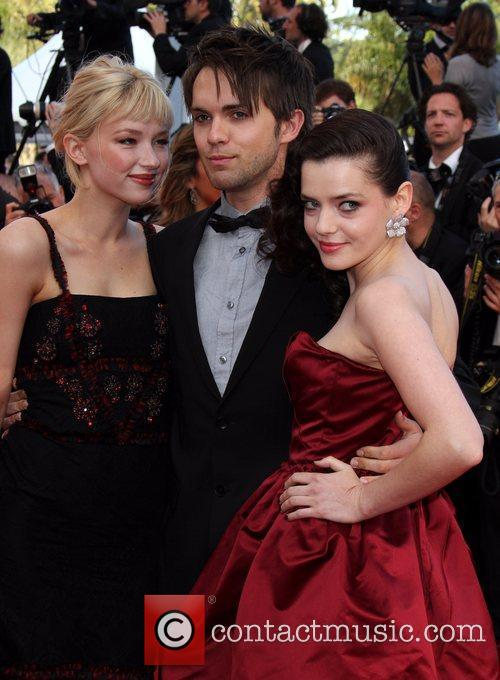 Roxane Mesquida, Haley Bennett and Thomas Dekker 3