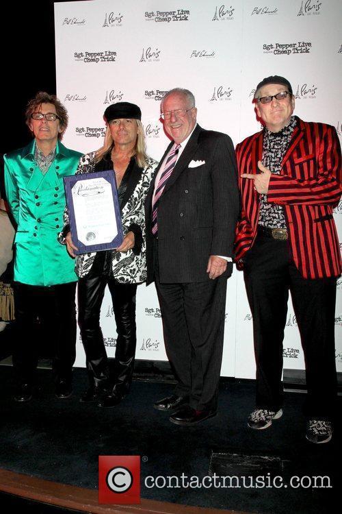 Tom Petersson, Robin Zander, Mayor of Las Vegas...