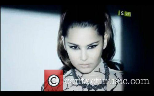 Cheryl Cole and The Music 32