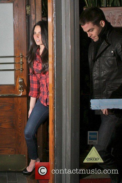 Chris Pine and Girlfriend Olivia Munn 4