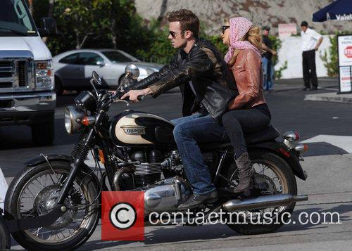 Christina Aguilera and Cam Gigandet 9