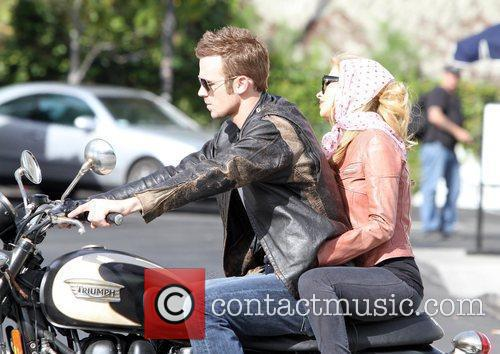 Christina Aguilera and Cam Gigandet 17