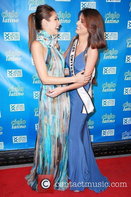 Dayana Mendoza and Stefania Fernandez