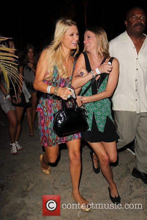 Paris Hilton and Sister Nicky Hilton 10