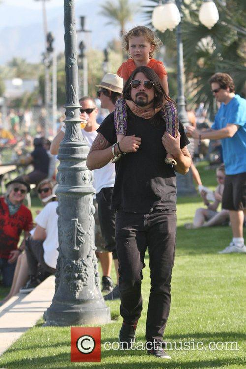 Dave Grohl, With Daughter Violet Maye Grohl and On His Shoulders 4