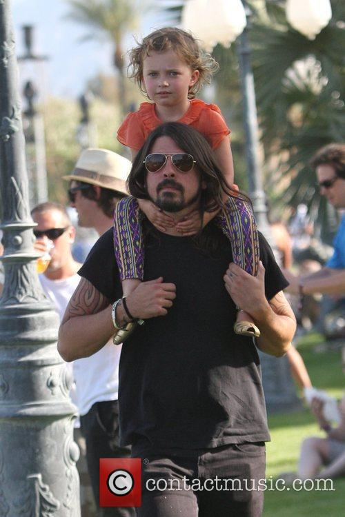 Dave Grohl, With Daughter Violet Maye Grohl and On His Shoulders