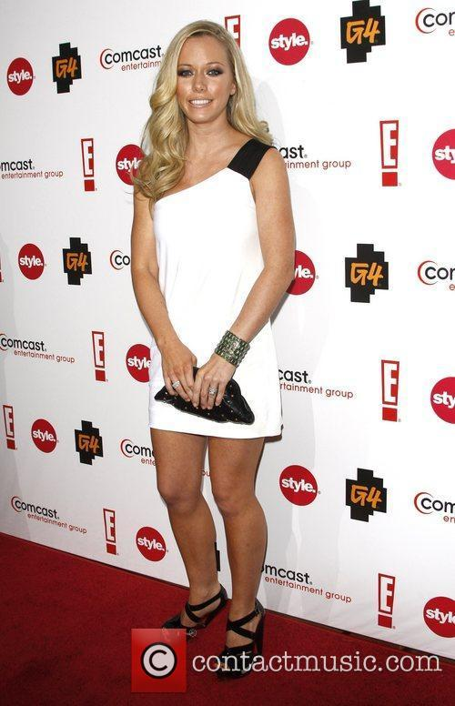 Kendra Wilkinson and Comcast 4