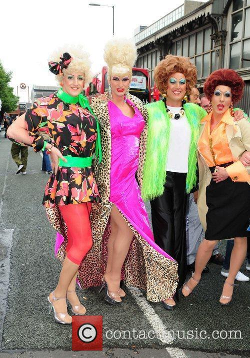 The cast of 'Coronation Street' dress up and...