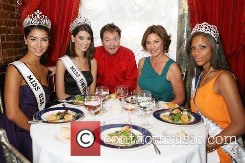 Miss USA Rima Fakih, Miss Universe Stefania Fernandez,...