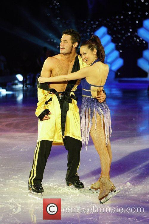 Dancing on ice tour 2010 - Intro skate - YouTube
