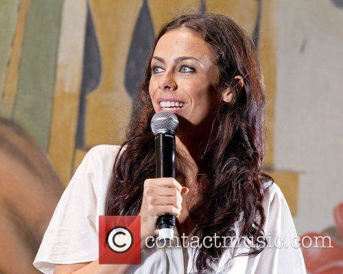 Present Daniela Mercury's live show at Festas do...