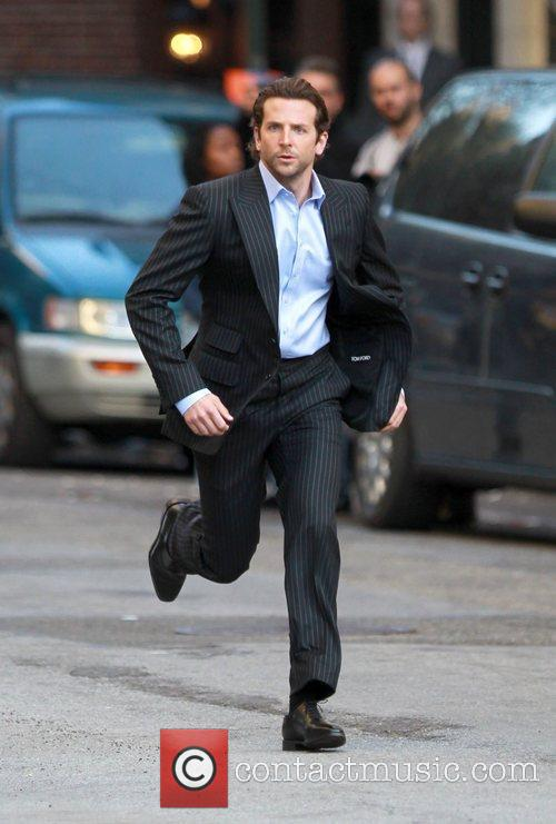 Bradley Cooper drops his microphone while running on...