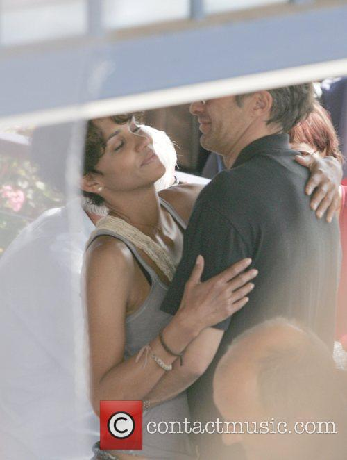 Halle Berry and Olivier Martinez on the set...