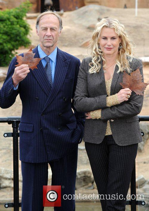Daryl Hannah and Sir Ranulph Fiennes 4