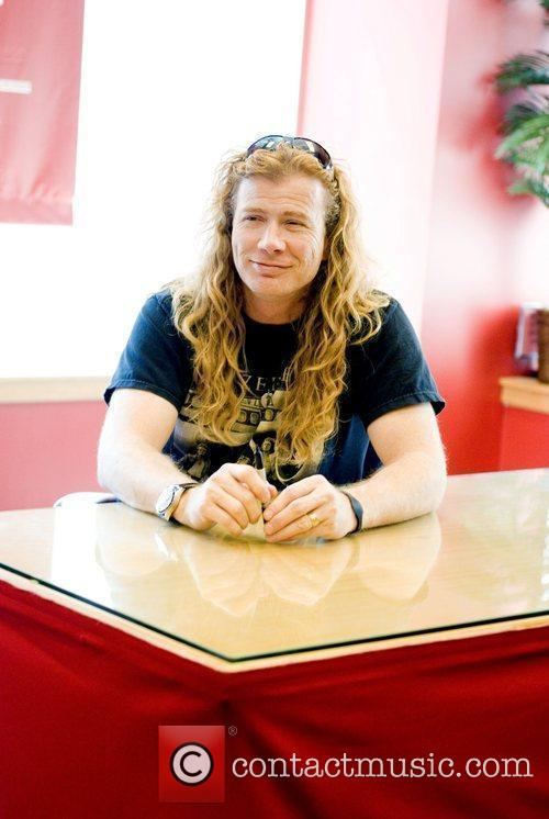 Dave Mustaine signs copies of his new book...