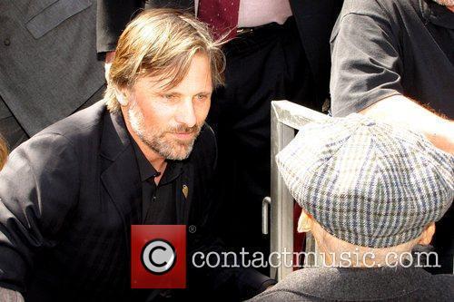 Viggo Mortensen talking to Dennis Hopper Dennis Hopper...