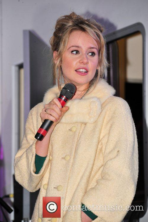 Diana Vickers and Switches 1