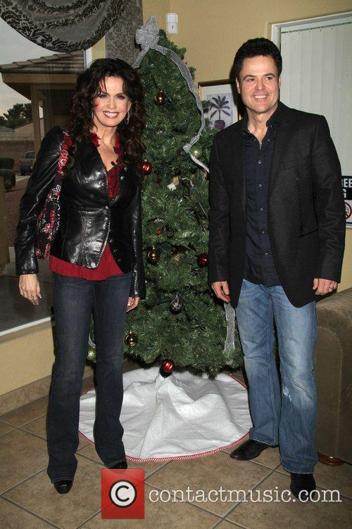 Donny and Marie Osmond deliver food to senior...