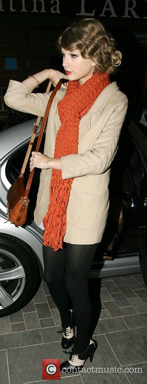 Taylor Swift arriving for dinner at Jamie's Italian...