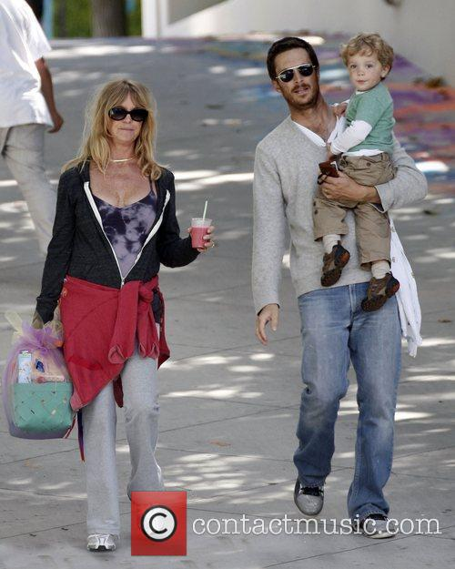 Goldie Hawn and Oliver Hudson 3